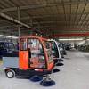 定制小型电动全封闭式驾驶室式路面清扫车 电动四轮扫路车